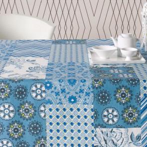 Courbet blå, akryldug med patchwork tern, 140 cm bred